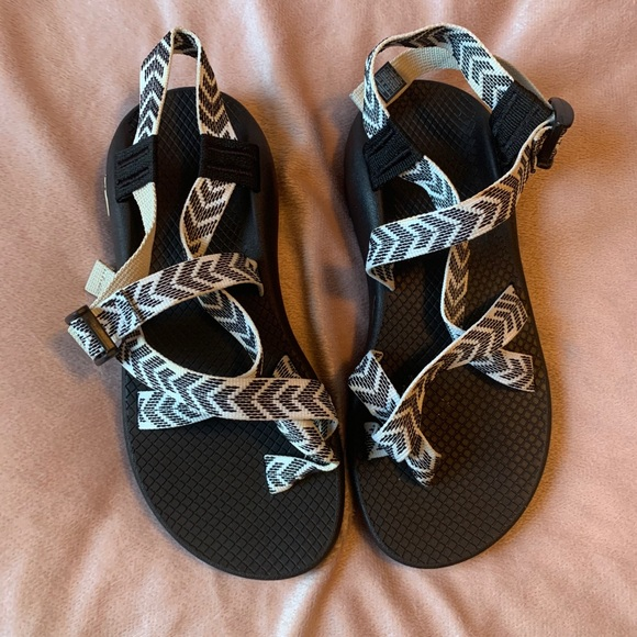 shoes that look like chacos